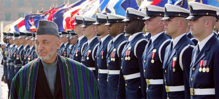 Afghanistan's President Hamid Karzai reviews troops at a full honors Pentagon arrival ceremony, 09/25/06. (photo: Win McNamee/Getty Images)