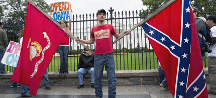 Michael Ashmore of Hooks, Tex. with a confederate flag in front of the White House. (photo: Joshua Roberts/Reuters)