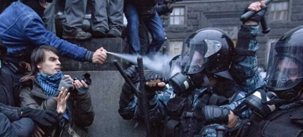 Protesters clash with riot police during a rally to support EU integration in central Kiev November 24, 2013. (photo: Valentyn Ogirenko/Reuters)