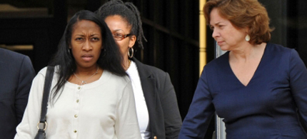 Marissa Alexander walks out of the Duval County Courthouse with her lawyers. (photo: Bob Mack/The Florida Times-Union)