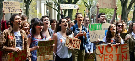 Students associated with the group Brown Divest Coal protested in front of the Brown University president's office during a rally May 3. The group is demanding that the university stop investing in certain oil and coal companies. (photo: Brown Divest Coal)