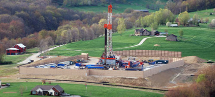 Drilling sites like these concerned Pennsylvania residents, but two employees said there was a silence policy regarding their concerns. (photo: Marcellus-Shale.us)