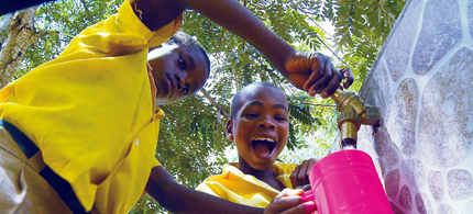 Students at Pakro Methodist School in Ghana try out the Slingshot. (photo: Courtesy of the Hopkins Center)