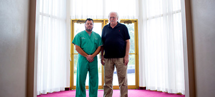 Dr. Michael Baden, right, and Professor Shawn Parcells in Ferguson, Missouri. Dr. Baden, who is based in New York, examined Michael Brown. (photo: Eric Thayer/NYT)