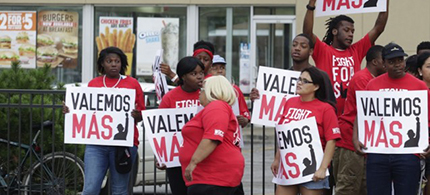 Fast food workers protest in Chicago. (photo: AP/M. Spencer Green)