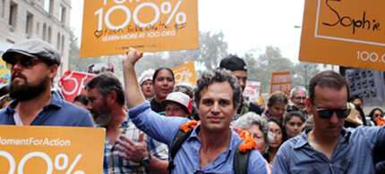 Mark Ruffalo marching for 100% renewable energy with 400,000 people at the People's Climate March. (photo: EcoWatch)