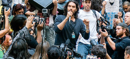 Russell Brand leads a protest on Wall Street on Tuesday, October 14th, 2014. (photo: Downtown Express)