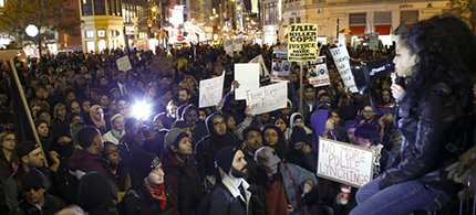 People protest against the verdict announced in the shooting death of Michael Brown, in New York, November 25, 2014. (photo: Reuters/Eduardo Munoz)