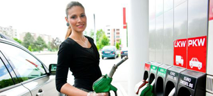 Will gas prices drop further in 2015? (photo: Getty Images)