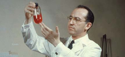 Jonas Salk in his lab. (photo: Getty Images)