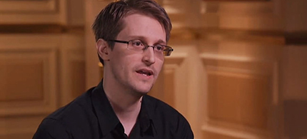 Edward Snowden being interviewed by John Oliver. (photo: HBO)