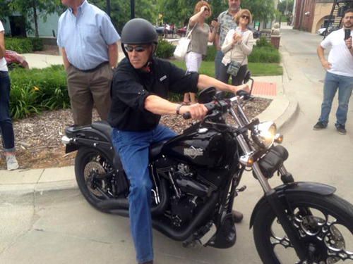 Okay, so maybe Rick Perry <i>did</i> look foolish. (photo: Jennifer Jacobs, Des Moines Register)