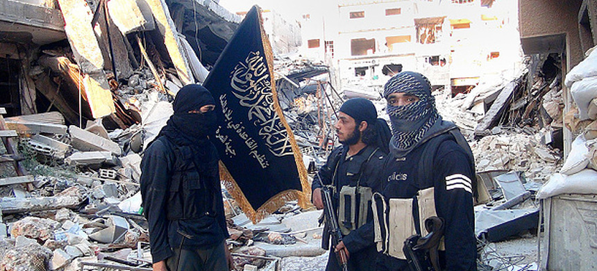 Jabhat al-Nusra fighters in Yarmouk refugee camp on southern outskirts of Syrian capital, Damascus. (photo: AFP/Archive)