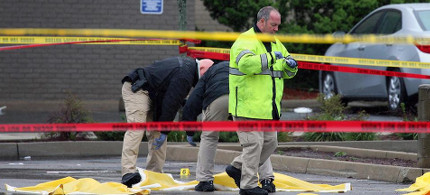 Boston police officers and detectives investigate the scene of the shooting of Usaama Rahim. (photo: Mark Garfinkel)