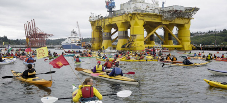 Activists protest against the Shell drilling rig Polar Pioneer in Seattle, Washington, on 16 May, 2015. (photo: Jason Redmond/Reuters)