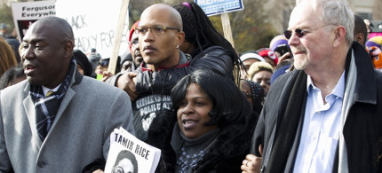 Samaria Rice, center, mother of Tamir Rice, takes part in a December march in Washington calling for justice in police shootings. (photo: Jose Luis Magana/AP)