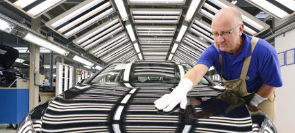 A worker in a Volkswagen assembly plant. (photo: EPA)