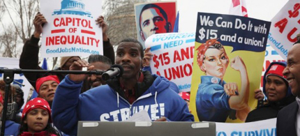 Food service worker Reginald Lewis Sr. speaks at a rally for striking service workers in Washington, D.C. (photo: Good Jobs Nation)