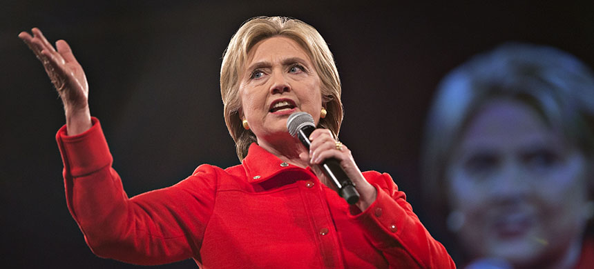 Hillary Clinton speaks at the Jefferson-Jackson Dinner in Des Moines, Iowa, U.S., on Saturday, Oct. 24, 2015. (photo: Daniel Acker/Bloomberg)
