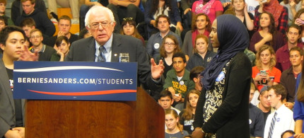 George Mason University senior Remaz Aedelgader asks Senator Bernie Sanders how he will push back against Islamophobia. (photo: Alice Ollstein)