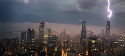 Lightning strikes the Willis Tower (formerly Sears Tower) in downtown Chicago, Illinois, June 12, 2013. (photo: Scott Olson/Getty)