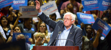 U.S. senator Bernie Sanders speaks to a crowd at the Phoenix Convention Center. (photo: Charlie Leight/Getty Images)