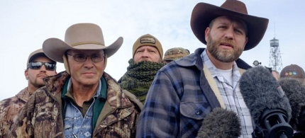 Lavoy Finicum and Ammon Bundy occupying the Malheur National Wildlife Refuge near Burns, Oregon. (photo: Rob Kerr/Getty Images)