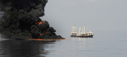 Burning the leaked BP crude oil on the surface of the Gulf of Mexico, 05/06/10. (photo: Reuters)