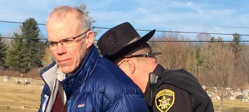 Bill McKibben being arrested by Schuyler Co. sheriff for disorderly conduct for blocking a truck from entering Crestwood's Seneca Lake methane gas storage facility. (photo: We Are Seneca Lake)