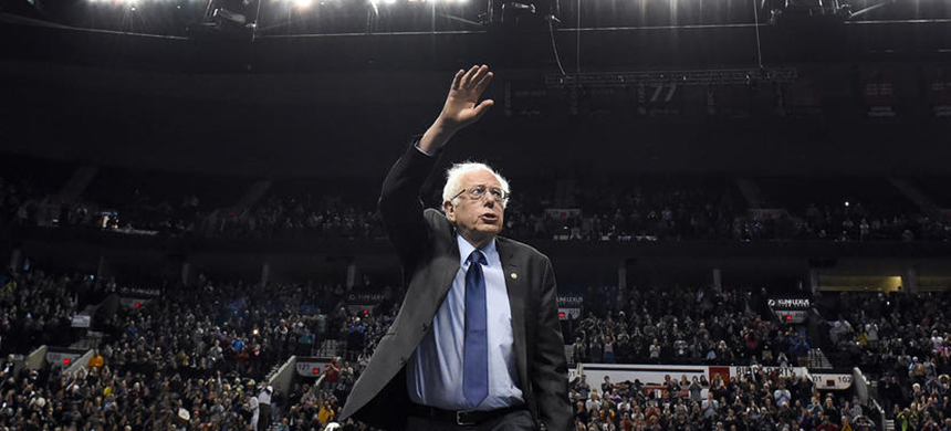 Democratic presidential candidate Bernie Sanders arrives for a rally at the Moda Center in Portland, Oregon on March 25, 2016. (photo: Steve Dykes/AP)
