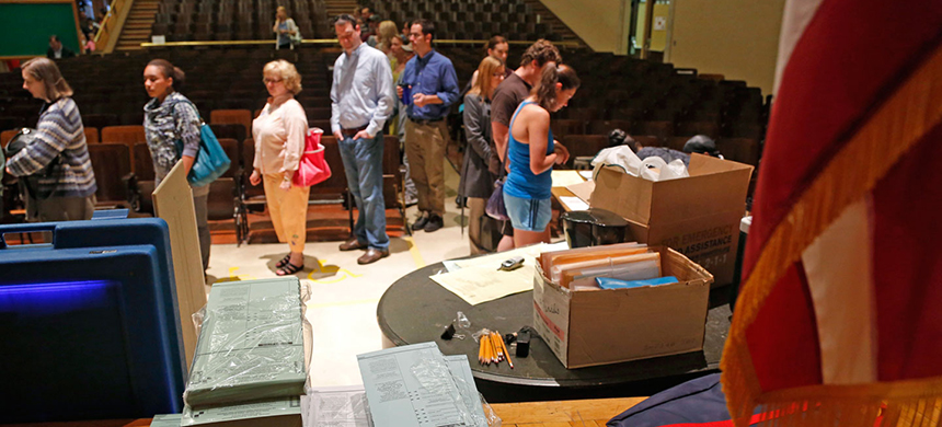 Voters wait in line to cast their ballot Tuesday, June 5, 2012, in Milwaukee, Wisconsin. (photo: Jeffrey Phelps/AP)
