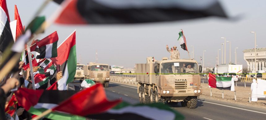 Emiratis welcoming a UAE military convoy as it travels from the Al-Hamra military base to Zayed city after returning from Yemen, on 7 November, 2015. (photo: AFP/HO/WAM)