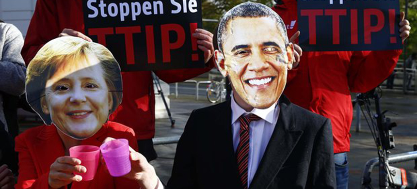 Protesters wear masks of Barack Obama and Angela Merkel as they demonstrate against TTIP free trade agreement. (photo: Wolfgang Rattay/Reuters)