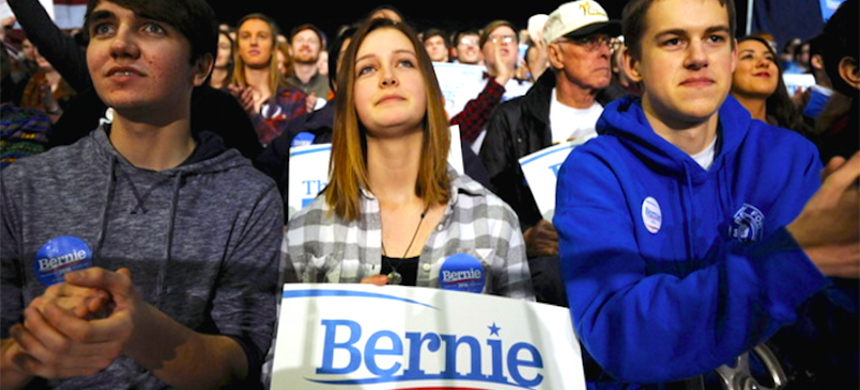 Bernie Sanders supporters in Iowa. (photo: Reuters)