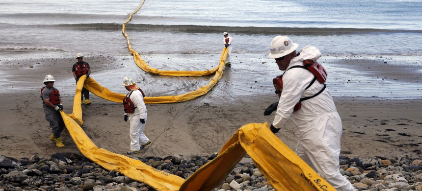 In this May 21, 2015 file photo, workers prepare an oil containment boom at Refugio State Beach, north of Goleta, Calif., two days after a ruptured pipeline created the largest coastal oil spill in California in 25 years. (photo: Jae C. Hong/AP)
