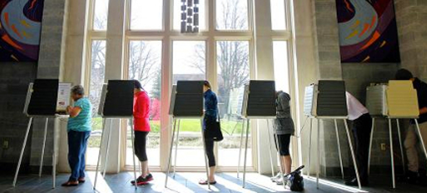 Voters at a polling precinct. (photo: John Sommers II/Getty Images)