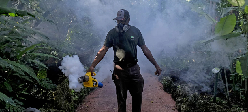 A grounds keeper at Pinecrest Gardens uses a blower to spray pesticide to kill mosquitoes in Miami, as Miami-Dade County fights to control the Zika virus outbreak. (photo: Shutterstock)