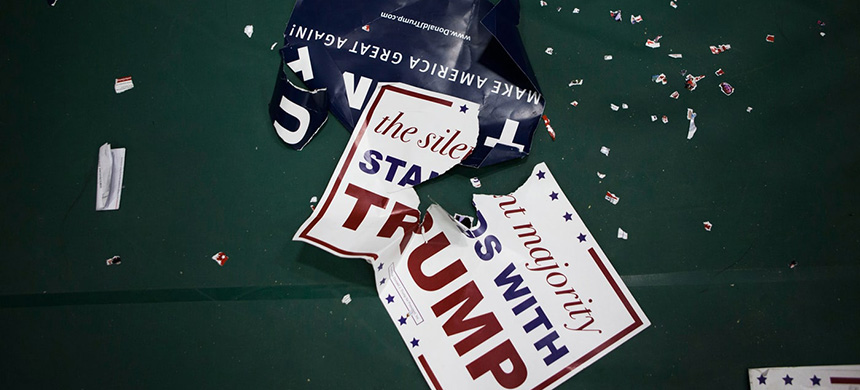 Donald Trump campaign signs. (photo: Jessica Kourkounis/Getty Images)