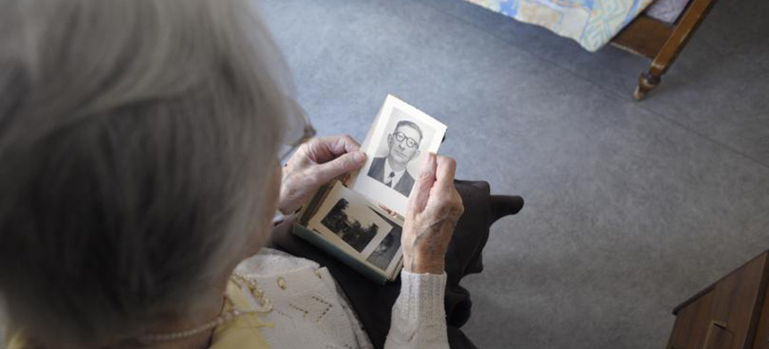 A woman, suffering from Alzheimer's disease, looks at an old picture in a retirement house in Angervilliers, eastern France, March 18, 2011. (photo: Sebastien Bozon/Getty Images/AFP)