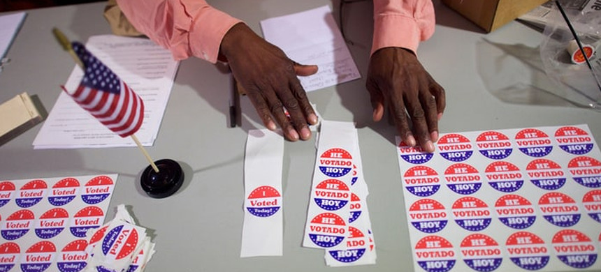 The Crosscheck program is a response to the imaginary menace of mass voter fraud. (photo: Mark Makela/Reuters)
