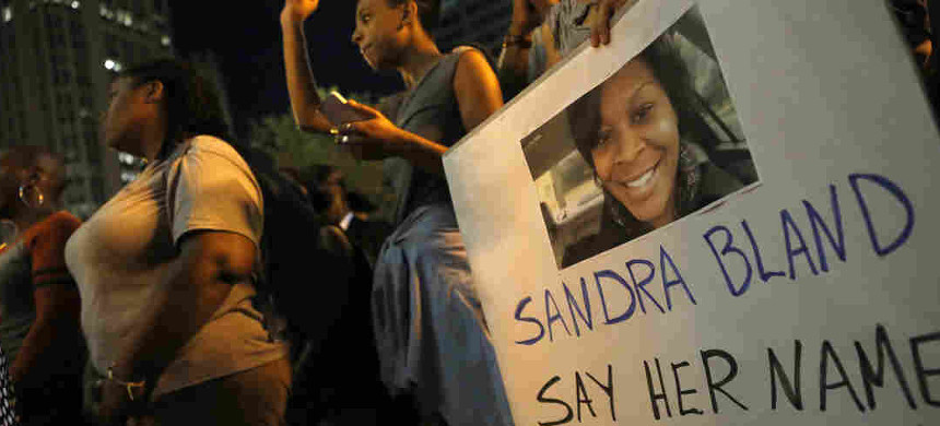 A demonstrator holds a Sandra Bland sign during a vigil in Chicago, July 2015. (photo: Christian K. Lee/AP)
