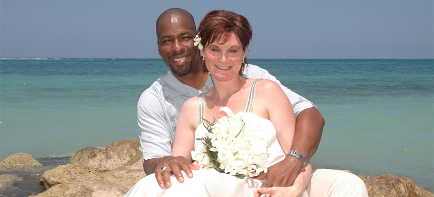 Jeffrey and Holly Sterling honeymooning on the beach in Jamica, June 2007. (photo: Reporters Without Borders)