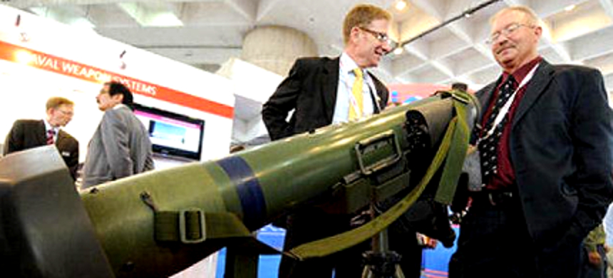 Raytheon-Lockheed Martin's Javelin weapon system displayed at a defense expo. (photo: The Business Line)