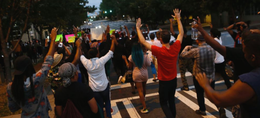 Residents gather for a vigil and march to protest the death of Keith Lamont Scott in Charlotte, North Carolina, September 21, 2016. (photo: Brian Blanco/Getty Images)