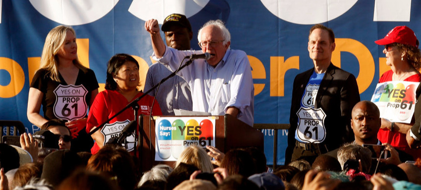 Senator Bernie Sanders speaks to a crowd at a rally in support of Proposition 61, held at the American Federation of Musicians Hall in Los Angeles, October 14. (photo: Los Angeles Times)