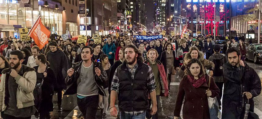 New York, mass demonstrations continue for a second night in the wake of the U.S. elections. (photo: Pacific Press/Shutterstock/Rex)