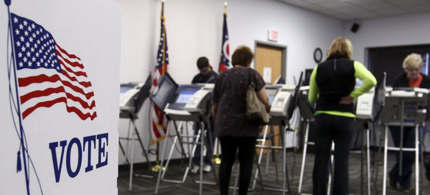 Voters cast their ballots on electronic voting machines. (photo: AP)