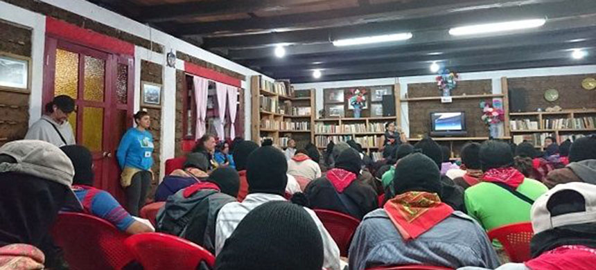 A Zapatista listening session. (photo: teleSUR)