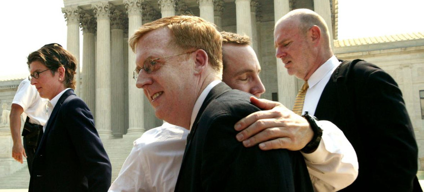 Paul Smith (center) shortly after the Supreme Court ruled in Lawrence v. Texas that sodomy bans violated the Constitution. Smith argued the case before the justices, winning by a 6-3 vote. (photo: David Hume Kennerly/Getty)