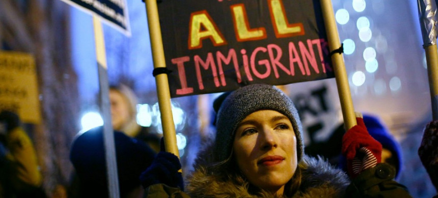 Demonstrators protest President Trump's plan to build a border wall along the U.S.-Mexico border on January 26 in Chicago. (photo: Joshua Lott/AFP)